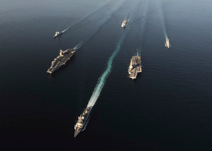 Fleet of Navy ships transit the Arabian Sea.の写真素材 [FYI02103143]