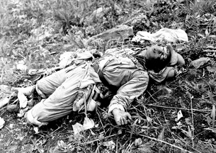 A Chinese soldier killed during the Korean War.の写真素材 [FYI02103147]