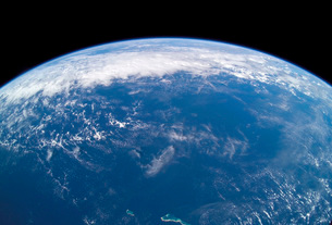 View of Earth's horizon over the Pacific Ocean.の写真素材 [FYI02103205]