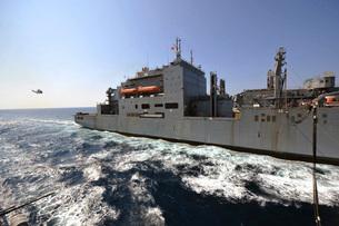 Dry cargo/ammunition ship USNS Richard E. Byrd during a replの写真素材 [FYI02103265]
