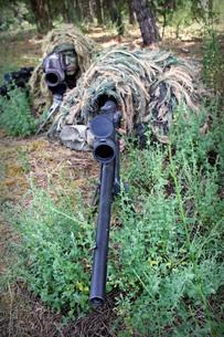 Soldiers practice sniper skills on a shooting range.の写真素材 [FYI02103305]