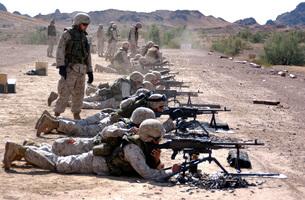 Marines fire their M240G medium machine guns and M249 squadの写真素材 [FYI02103495]