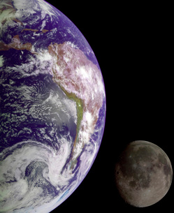 The Earth and the Moonの写真素材 [FYI02103585]