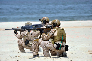 Navy SEALs participate in a capabilities exercise.の写真素材 [FYI02103600]