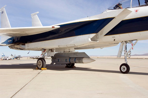 An inert AIM-54 Phoenix missile nestled under the fuselage oの写真素材 [FYI02103643]