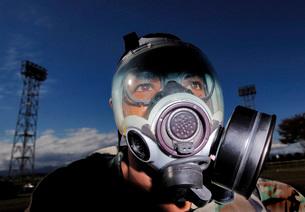 Airman processes through the contaminated control area.の写真素材 [FYI02103651]