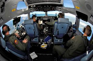 C-17 Globemaster III crew members view Guadalcanal during taの写真素材 [FYI02103736]