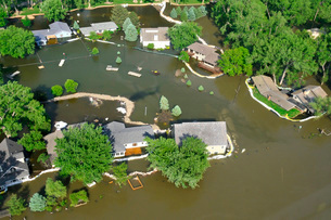 Missouri River encroaches on homes in Sioux City, Iowa.の写真素材 [FYI02103834]