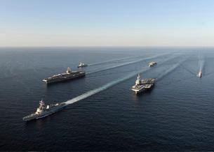 Fleet of Navy ships transit the Arabian Sea.の写真素材 [FYI02103872]