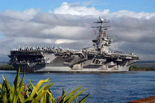 Aircraft carrier USS Abraham Lincoln arrives in Pearl Harborの写真素材 [FYI02103920]