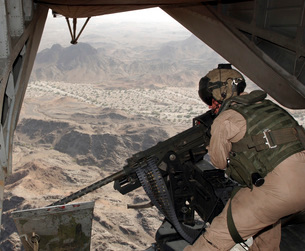 A crew chief aims the GAU-21 .50 caliber machine gun out theの写真素材 [FYI02104263]