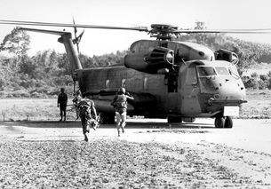 Soldiers run to a HH-53C helicopter during an asualt on Kohの写真素材 [FYI02104265]
