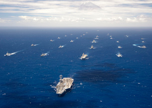 Ships and submarines participating in the Rim of the Pacificの写真素材 [FYI02104369]