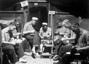 Navy men shining their shoes.の写真素材 [FYI02104418]