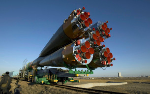 The Soyuz rocket is rolled out to the launch pad at the Baikの写真素材 [FYI02104463]