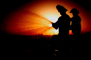 Airmen run an operations check on a fire hydrant hose.の写真素材 [FYI02104464]