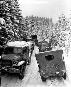 Deep snow banks on a narrow road halt military vehicles in Bの写真素材 [FYI02104603]