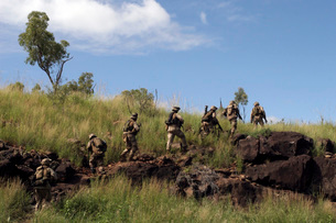Marines patrol the Australian outback.の写真素材 [FYI02104630]