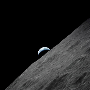 The crescent Earth rises above the lunar horizon.の写真素材 [FYI02104653]