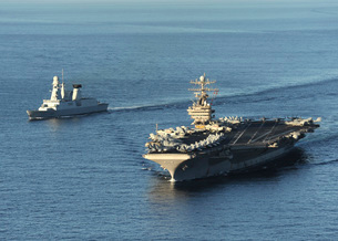 USS Abraham Lincoln and French Navy destroyer Forbin.の写真素材 [FYI02104761]