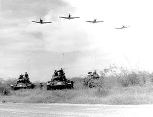 A-1H aircraft make a low level pass over Vietnamese tanks anの写真素材 [FYI02104903]