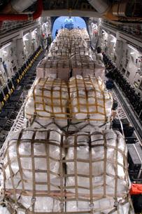 Humanitarian aid supplies loaded by Hawaii Air National Guarの写真素材 [FYI02104909]