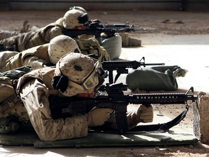 Marines fire their M-16A4 service rifles.の写真素材 [FYI02104931]