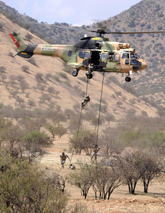 hilean Special Forces perform an Air Assault demonstration aの写真素材 [FYI02104994]