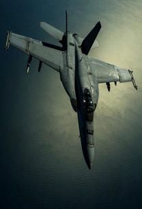 A U.S. Navy F/A-18E Hornet over Southwest Asia.の写真素材 [FYI02105039]