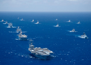 Ships and submarines participating in the Rim of the Pacificの写真素材 [FYI02105079]