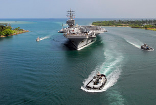 Aircraft carrier USS Ronald Reagan transits Pearl Harbor intの写真素材 [FYI02105264]
