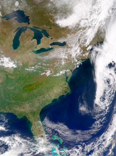 Cloud-free weather over much of the eastern United States.の写真素材 [FYI02105383]