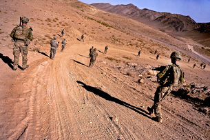 Soldiers patrol to a village in the district of Mizan, Afghaの写真素材 [FYI02105497]