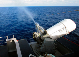 Smoke rolls down the barrels of the forward-starboard-mounteの写真素材 [FYI02105534]