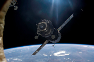 Satellite orbiting around Earth.の写真素材 [FYI02105569]