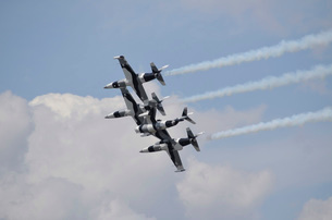 The Black Diamond Jet Team fly in diamond formation.の写真素材 [FYI02105961]