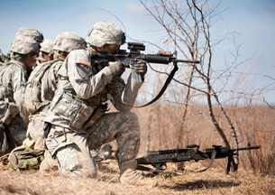 Soldier fires his rifle at a target.の写真素材 [FYI02105964]