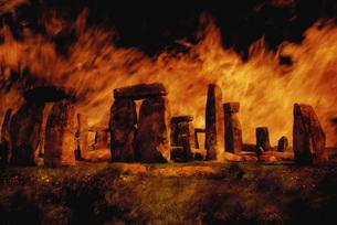 Composite image of Stonehenge and fire.の写真素材 [FYI02106034]