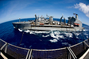 The Military Sealift Command's Fleet Replenishment Oiler USNS Walter S. Diehl.の写真素材 [FYI02106051]