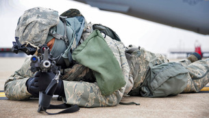 Airman provides security at Whiteman Air Force Base.の写真素材 [FYI02106067]