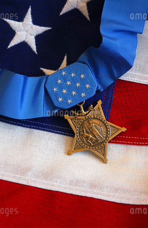 The Medal of Honor rests on a flag during preparations for an award ceremonyの写真素材 [FYI02106076]