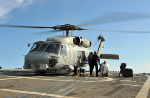 A U.S. Navy SH-60B Seahawk helicopter is refueled on the flight deck of USS Thach.の写真素材 [FYI02106083]