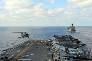 An MH-60S Sea Hawk takes off from the flight deck of USS Bonhomme Richard.の写真素材 [FYI02106090]
