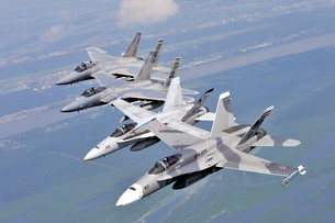 Two F/A-18 Hornets and two F-15 Strike Eagles fly in an echelon formation.の写真素材 [FYI02106112]