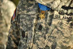 The U.S. Army Medal of Honor is worn by a retired U.S. Soldier.の写真素材 [FYI02106200]