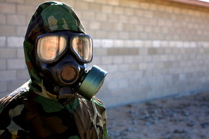 A Marine wearing a gas mask after completion of the confidence chamber.の写真素材 [FYI02106204]