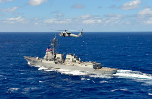 Guided-missile destroyer USS William P. Lawrence in the Pacific Ocean.の写真素材 [FYI02106212]