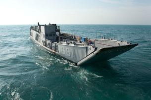 A Landing Craft Utility transits the Arabian Gulf.の写真素材 [FYI02106222]