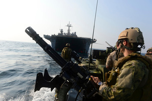 Sailors conduct patrol operations using a riverine command boat.の写真素材 [FYI02106315]