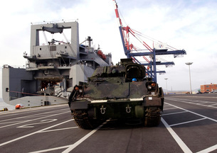 A M1A1 Abrams main battle tank is prepared for onload to the USNS Watson.の写真素材 [FYI02106332]